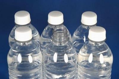 Acqua imbottigliata – Ecco come utilizzare l'acqua imbottigliata per migliorare il tuo kit di sopravvivenza